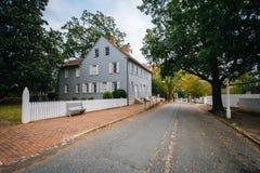 Main Street e casas velhas em Salem Historic District idoso, i imagens de stock