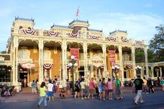 Main Street en el reino mágico de Disney foto de archivo