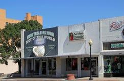 Main Street i Roswell med främmande presentaffärer arkivfoton