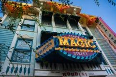 Main Street Magiczny sklep Disneyland Anaheim zdjęcie stock