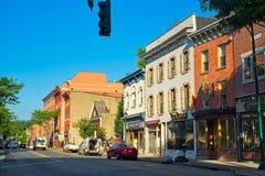 Main Street morgon Peekskill NY fotografering för bildbyråer