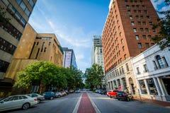 Main Street och byggnader i i stadens centrum Columbia, South Carolina Fotografering för Bildbyråer