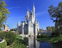 Main Street och Cinderella Castle i det magiska kungariket, Florida Arkivbild