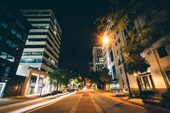 Main Street på natten, i i stadens centrum Columbia, South Carolina Arkivfoto