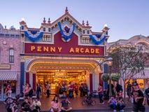 Main Street USA Disneyland på natten arkivbild