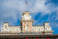 Main Street USA järnvägstation på det magiska kungariket Royaltyfri Bild