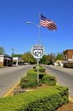 Main Street van een kleine Amerikaanse stad stock foto