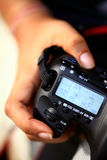 Main sur l'appareil-photo image libre de droits