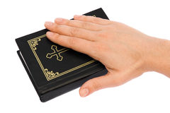 Main sur la bible Images libres de droits