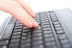 Main sur le clavier Images stock