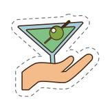main tenant la boisson en verre de cocktail de tasse illustration de vecteur