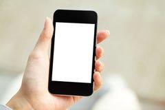 Main tenant le téléphone portable avec l'écran vide Photos stock