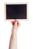 Main tenant le tableau noir vide Images libres de droits