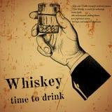 Main tenant une boisson alcoolisée, impression offset Photo libre de droits