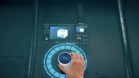Main utilisant l'écran virtuel avec la projection banque de vidéos
