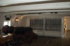Maindeck大炮HMS战士 库存照片