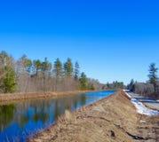 Maine landsväg i sommar royaltyfria foton