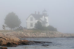 Maine Lighthouse im Nebel Stockfotos
