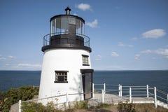 Maine Lighthouse Overlooks Ocean Below image libre de droits