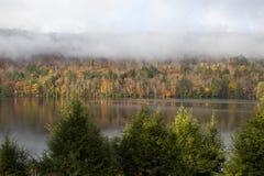 Maine sjö i höst Arkivfoto