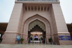Maingate του μουσουλμανικού τεμένους Putra σε Putrajaya, Μαλαισία Στοκ φωτογραφία με δικαίωμα ελεύθερης χρήσης