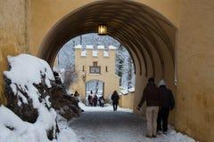 Maingate av den Hohenschwangau slotten i vintertid germany Royaltyfri Bild