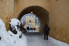 Maingate av den Hohenschwangau slotten i vintertid germany Arkivbild