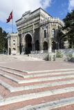 Maingate av det Istanbul universitetet i Beyazit Arkivfoton