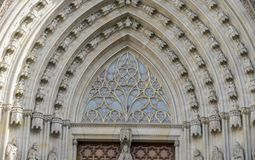 Maingate gotisk katolsk domkyrkafasad Barcelona Catalonia royaltyfri foto