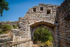 Maingate till den gamla förstörda fästningen i Sutomore, Montenegro Arkivbilder