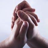 Mains étreintes dans l'amour Images libres de droits