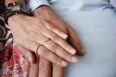 Mains affectueuses Images libres de droits