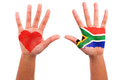 Mains africaines avec un coeur peint et un indicateur sud-africain, lov d'I Photographie stock libre de droits