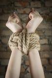 Mains attachées avec la corde Photos libres de droits