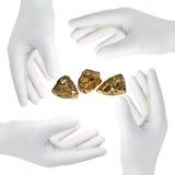 Mains avec des gants, coupe-circuit Image libre de droits