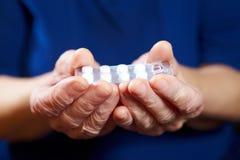 Mains avec des pillules Photo libre de droits