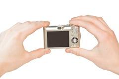 Mains avec l'appareil photo numérique Image stock