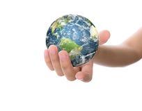 Mains avec la terre (éléments de cette image meublés par la NASA) Photographie stock libre de droits