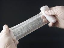 Mains avec le bandage photo libre de droits
