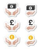 Mains avec le billet de banque de livre, icônes de pièce de monnaie réglées Images stock
