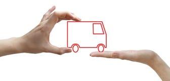 Mains avec le camion de rouge de concept Images stock