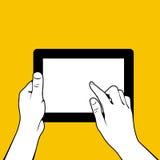 Mains avec le PC de comprimé - contact de doigt Image libre de droits