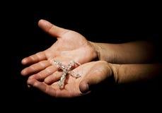Mains avec le rosaire Photo stock