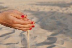 Mains avec le sable Image libre de droits