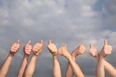 Mains avec les pouces augmentés Photos libres de droits