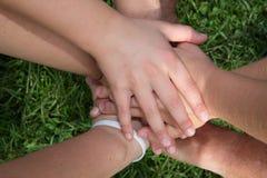 Mains Concept de l'amour, amitié, bonheur dans la famille Photos libres de droits