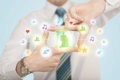 Mains créant une forme avec la connexion sociale de media Photographie stock libre de droits
