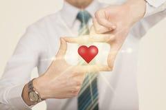 Mains créant une forme avec le coeur brillant Photos libres de droits