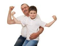 Mains d'aîné et de muscle d'exposition d'enfants Photos stock