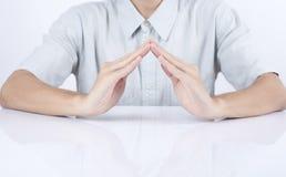 Mains d'affaires dans le geste de la protection, soin Photo stock